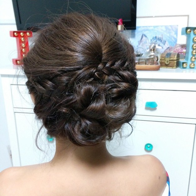 Love my romantic updo by @fidelistoh! The sweetie dolled me up for my ex-colleague's wedding!