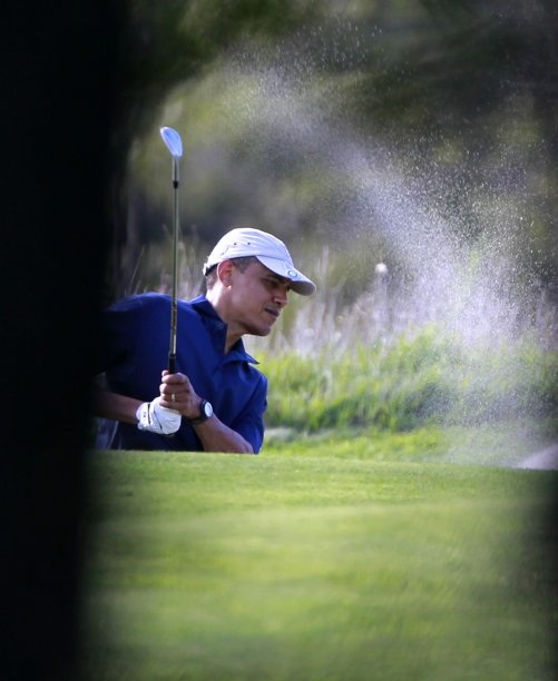 Obama plays golf on Martha's Vineyard-August 2011
