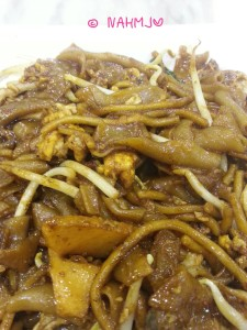Must Eat Food for Visitors in Singapore - Fried (Char) Kway Teow