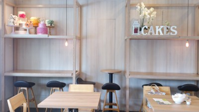 Lynn's Cakes & Coffee - Indoor Seating area