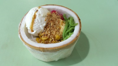 Thai Coconut Ice Cream Served In A Husk - Waan Waan Thai Coconut Ice Cream