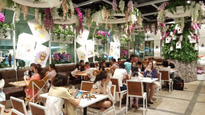 Hello Kitty Orchid Garden Cafe at Changi Airport Terminal 3, Singapore - Dinning Area
