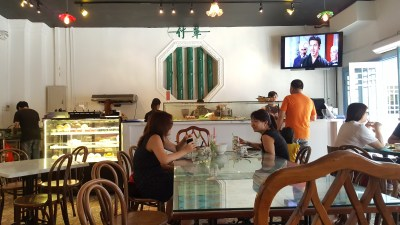 Chong Wen Ge Cafe Filled With Peranankan Culture, Telok Ayer, Singapore - Overview of Counter