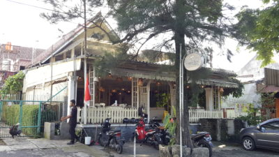 Giggle Box Cafe And Resto At Bandung, Indonesia - Facade Overview