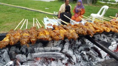 The Ultimate Satay Challenge 2016 At Urban Kampung - Haron Satay over fire