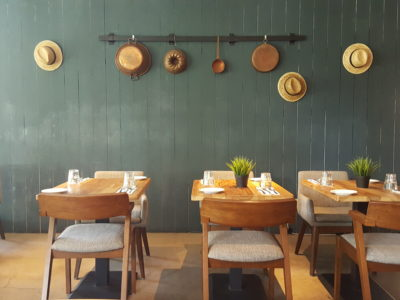 Portico Host At Alexandra, Homely, Cosy Ambience With Tasty Brunch - On a side of indoor dinning area