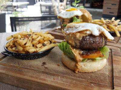Portico Host At Alexandra, Homely, Cosy Ambience With Tasty Brunch - Wagyu Beef Burger