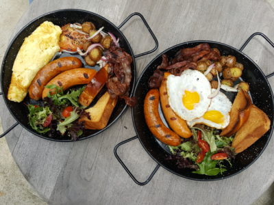 Portico Host At Alexandra, Homely, Cosy Ambience With Tasty Brunch - Host Big Breakfast Pan