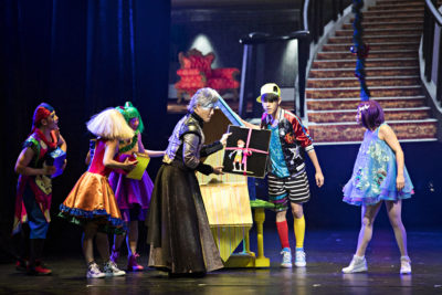 The Nutcracker At The Gateway Theatre, Experience The Magic - Lawrence Khong presenting the Nutcracker to Clara