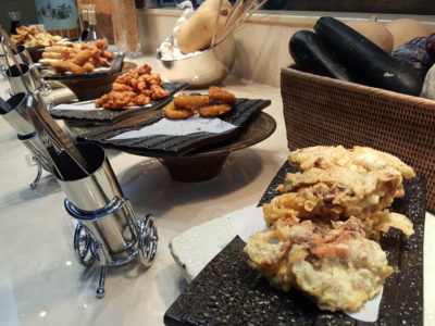 Sea & Blue Buffet Restaurant At Marina Bay Sands Offering Over 100 Dishes - Deep Fried