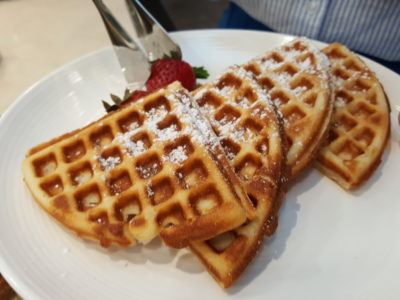 Sea & Blue Buffet Restaurant At Marina Bay Sands Offering Over 100 Dishes - Waffle