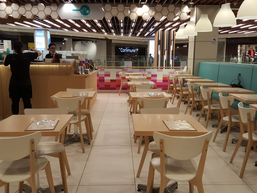 Food Lovers Only At IMM Serving Korean Fusion Items - Interior