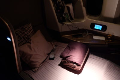 Flying Singapore Airlines Business Class SQ336 From Singapore To Paris - Flat bed