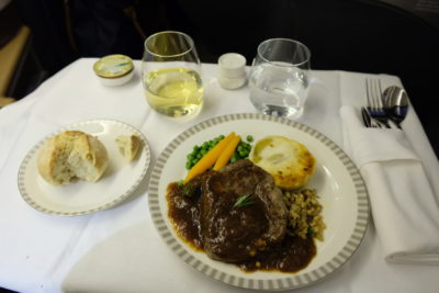 Singapore Airlines Business Class SQ333 From Paris To Singapore Flight Journey Review - Setting the table