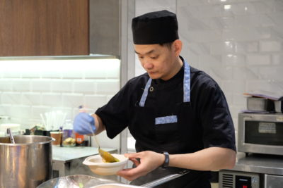 Straits Cafe @ Hotel Rendezvous Launching Favourites Of The Straits Buffet Spread - Chef at 'Live' Station