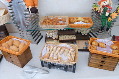 Howard Johnson Huaihai Hotel Off Huaihai Middle Road At A Very Central Location - Assorted Bread at Breakfast Spread
