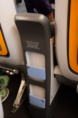 Flying Singapore Airlines Premium Economy SQ833 From Shanghai To Singapore - Holder