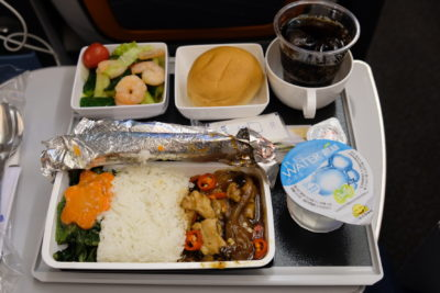 Flying Singapore Airlines Premium Economy SQ833 From Shanghai To Singapore - Dinner onboard SQ833