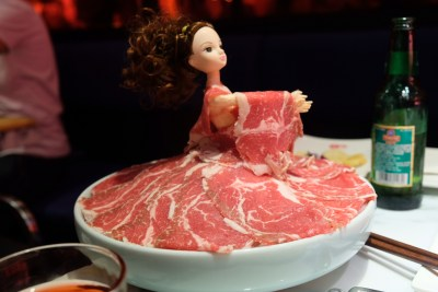 Spice World Hot Pot, A Tough Competitor For Haidilao At Clarke Quay - Premium Barbie Wagyu Beef 极品芭比和牛