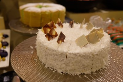 Ginger At PARKROYAL On Beach Road Dishing Pincer Feast - More Cakes