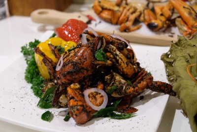 Ginger At PARKROYAL On Beach Road Dishing Pincer Feast - Black Pepper Crab
