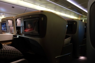Business Class On SQ826, Flying Singapore Airlines To Shanghai - Business Class