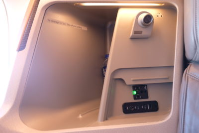Business Class On SQ826, Flying Singapore Airlines To Shanghai - Compartment