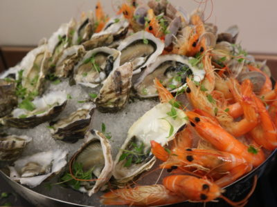 Santa's Christmas Circus Festive buffet at Mercure Singapore Bugis - Fresh oysters, clams and prawns on ice.