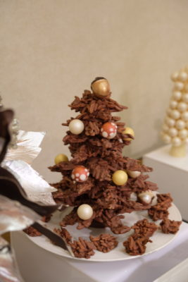 Celebrating 2018 Christmas With Singapore Marriott Tang Plaza Hotel - Caramelised Almond Rocher Christmas Tree