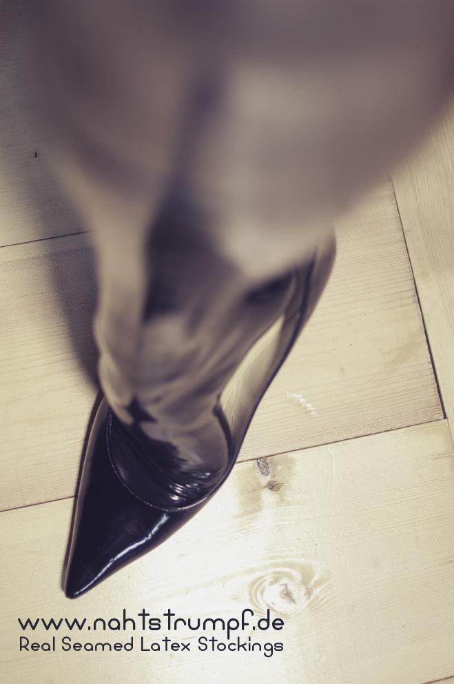 AG Nahtstrumpf black latex stockings