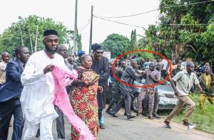 See Drama! Governor Amosun Pushes A Thug At Adeleke's Burial (Photo)