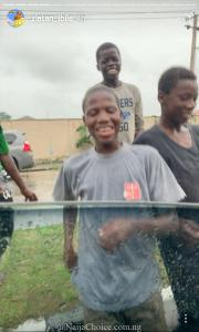 "Zlantan Ibile Shares Money To Children Dancing ""Soapy"""