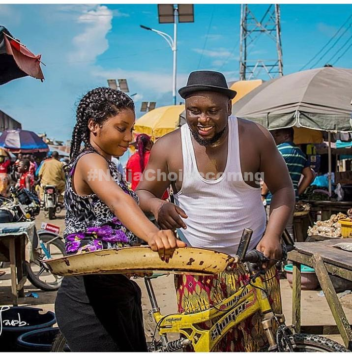 Lady Hawks In The Market As Her Fiance Patronizes Her In Pre-Wedding Photos