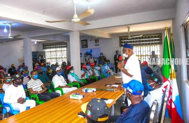 Ondo 2020: Groups Present N22.5 Million To Akeredolu For Nomination Form