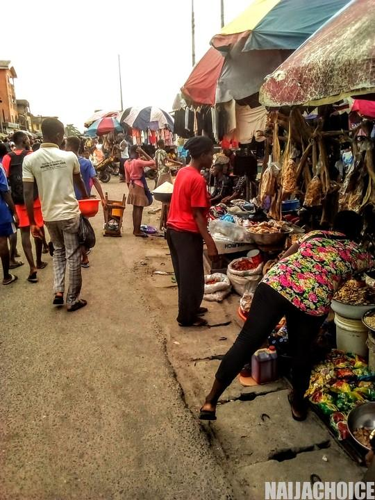 An Overcrowded Street Market In Port-Harcourt, Rivers State (Photos)