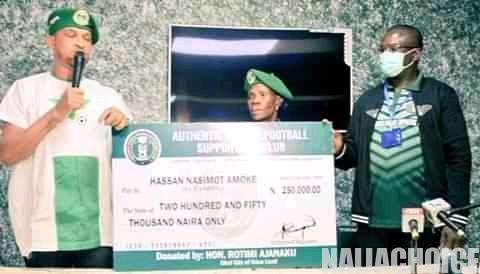 Mama Arsenal Awarded N250,000 For Her Passion (Photos)
