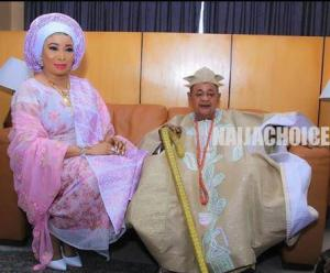 Alaafin of Oyo gave a surprise visit to Lizzy Anjorin in Lagos (Video)