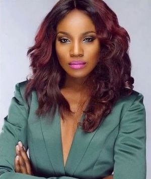 Nigerian Singer, Seyi Shay Sets Instagram On Fire After Sharing Her Nude Photo