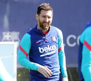 Lionel Messi Angry At Barcelona Fans Outside Camp Nou (Photos, Video)