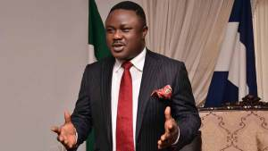 Council Officials, Political Appointees Pledge To Leave PDP With Ayade