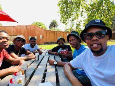 De Mthuda & Sam Deep – Bayekeleni Ft. Malumnator mp3 download