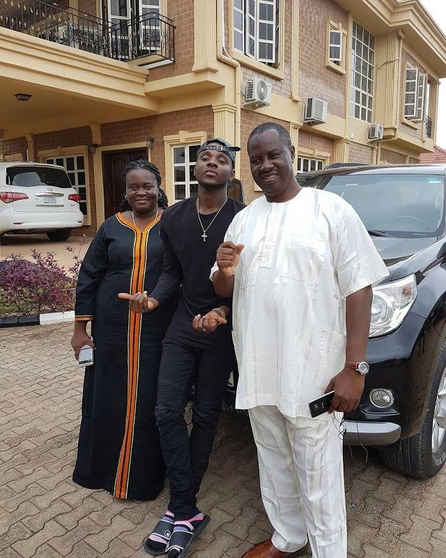 Kizz Daniel and his parents Mr. & Mrs Kola Anidugbe
