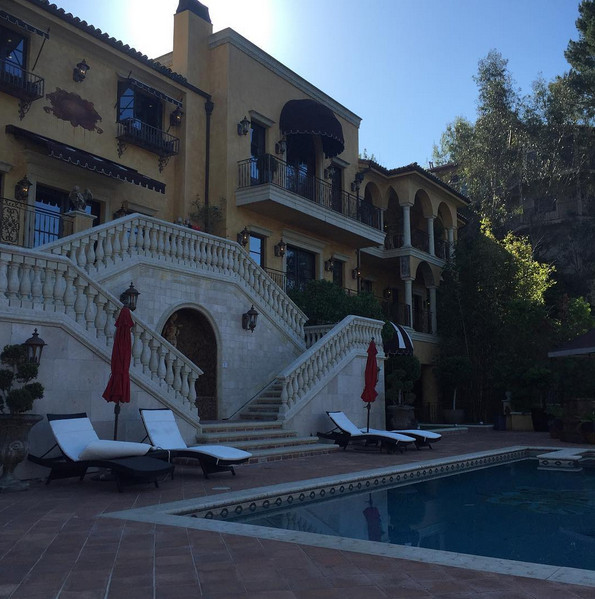 Wizkid announced the acquisition of his Los Angeles House in 2016