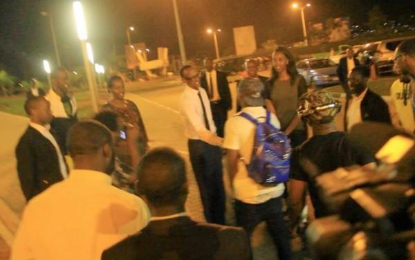 rewanda NL2 600x376 Rwandan President Welcomes Davido At Airport As He Performs To 60,000 Fans