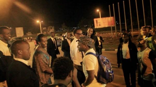 rewanda NL3 600x337 Rwandan President Welcomes Davido At Airport As He Performs To 60,000 Fans