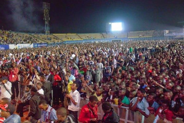 rewanda NL5 600x400 Rwandan President Welcomes Davido At Airport As He Performs To 60,000 Fans