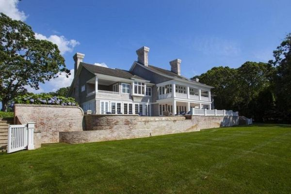 yonce1 768x512 - Beyonce & Jay Z Buy A New House In Hamptons, Worth A Huge Money (See Photos)