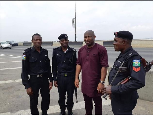 Man Reveals What Policemen Did After Being Stranded On Lagos Bridge (Photos)
