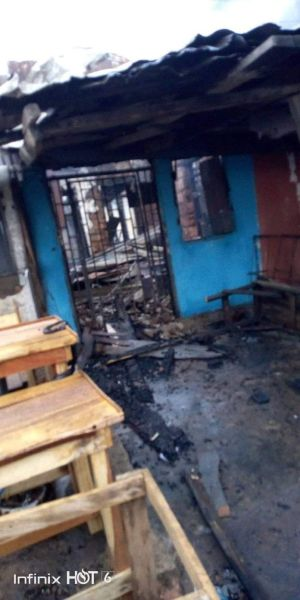 EVIL!!! Thieves Set Building On Fire In Umuahia After Failed Attempts To Break-In 2