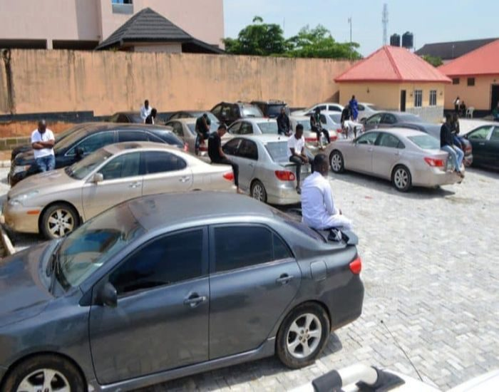 [Crime Watch] EFCC Storms Osogbo Night Clubs, Arrests 94 Suspected Yahoo Boys And Seizes About 45 Cars (Watch Video) 5